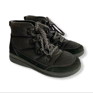 CLARKS / Cloudsteppers Cabrini Cove lace up boots